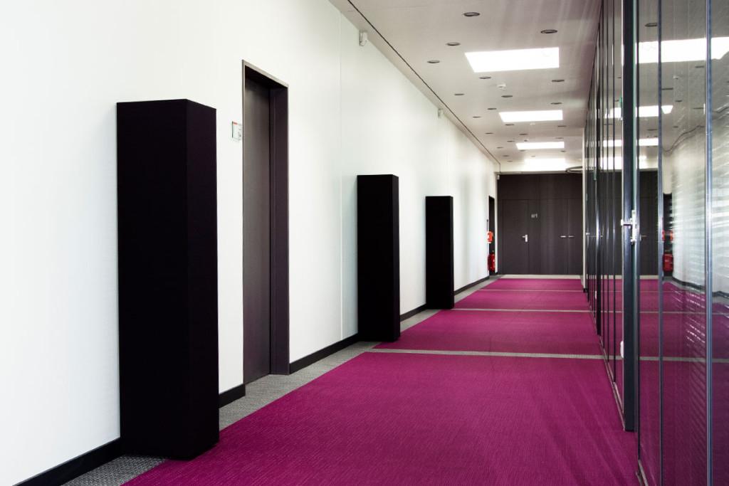 Dekosäulen aus Melamin - modern und funktional, Melaminharzschaum - FSK, Stuttgart, Akustik Quader - schwarze Quader, Bauakusitk mit Melaminharzschaum