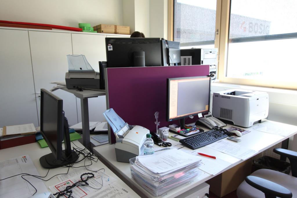 Individuelle Arbeitsplatzgestaltung mit Melaminharzschaum, Melaminharzschaum - FSK, Stuttgart, Schallabsorbierender-Schreibtischaufsatz-Büro - Computer, Bauakusitk mit Melaminharzschaum