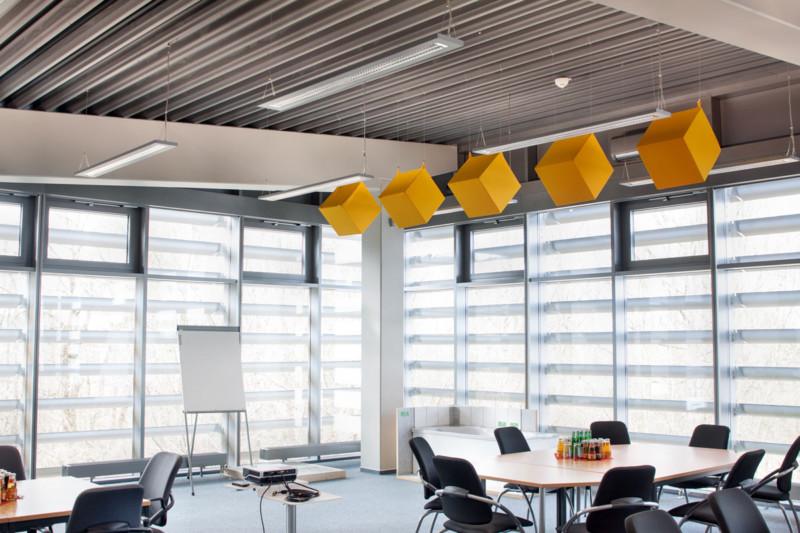 Konferenzraum verbessert und verschönert, Melaminharzschaum - FSK, Stuttgart, Würfelabsorber-Klassenzimmer, Bauakusitk mit Melaminharzschaum