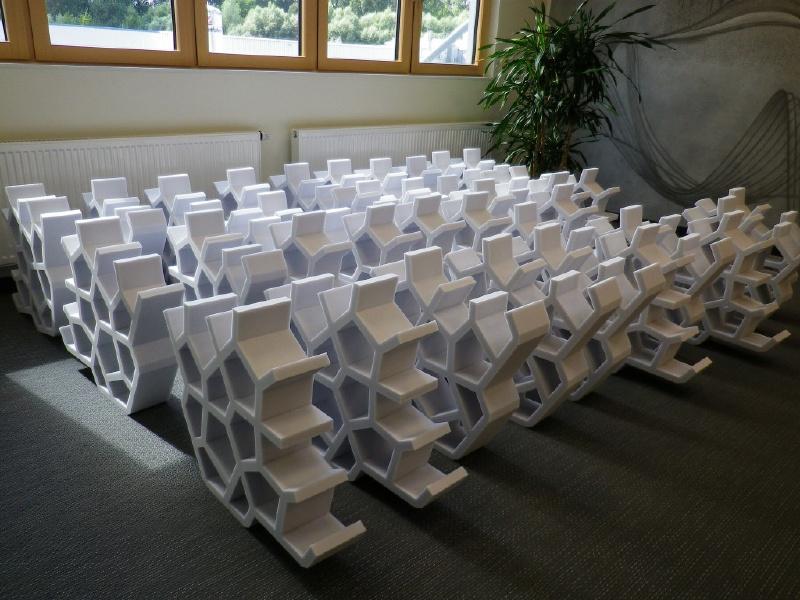Geräuschreduktion dank Melaminharz - Dekorative Absorberelemente im Großraumbüro- FSK, Stuttgart, schallabsorbierendes Deckenelemente