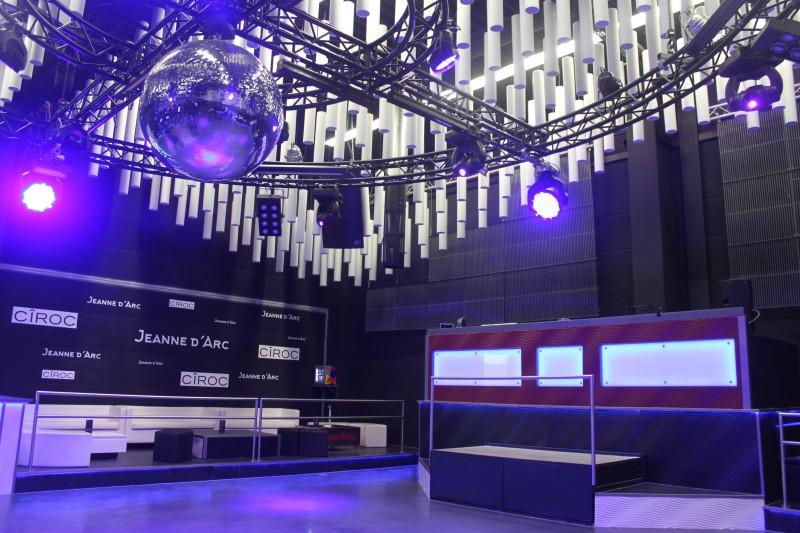 Schalldämpfung im Nachtclub - Baffeln, Würfel und Pyramiden aus Melaminharzschaum für den perfekten Sound